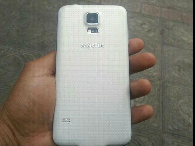 Samsung galaxy S5 color blanco bien conservado, libre todo operador 4g de 16gb - Imagen2